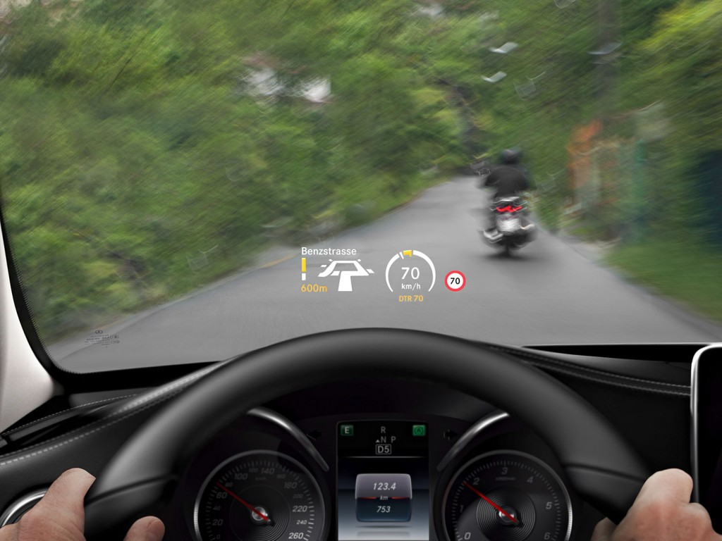 Head-up-Display (HUD) in der neuen Mercedes-Benz C-Klasse